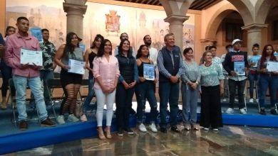 Photo of Se gradúan de primaria y secundaria 80 chavos-banda