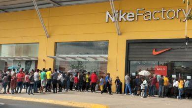Photo of Controlan acceso para entrar a tienda Nike en los outlets