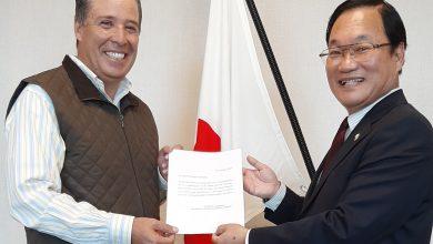 Photo of Miguel Márquez recibe condecoración del gobierno japonés