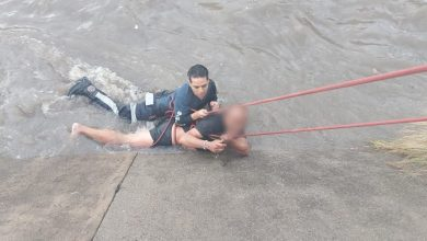 Photo of Rescatan a hombre que cayó al río Mariches