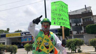Photo of Payasito tiene dos meses sin empleo y pide dinero en crucero