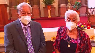 Photo of Abuelitos se ponen cubrebocas y salen a festejar 70 años de casados