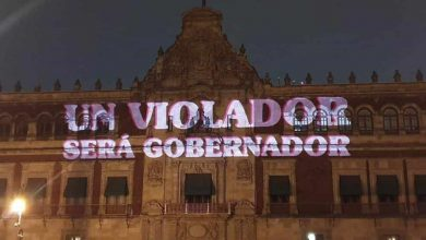 Photo of Mujeres 'rotulan' los muros de Palacio Nacional