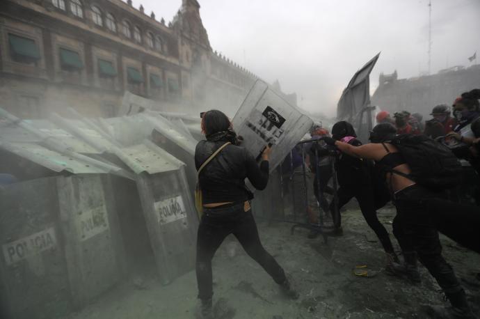 Photo of Ochenta heridos en el 8-M: crónica de la 'batalla'