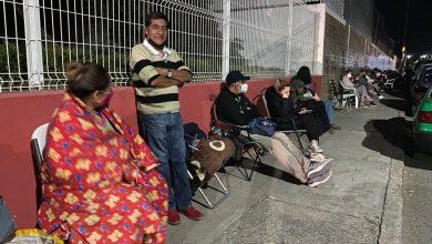 Photo of Abuelos leoneses duermen en la calle por una vacuna