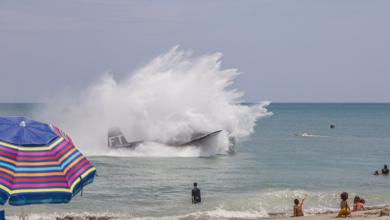 Photo of Avión de guerra aterriza en una playa de Florida